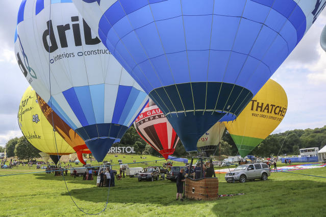 <p>Hot air Balloons are being tethered as balloonists prepare to launch at the Bristol international balloon fiesta held on August 10, 2017 in Avon, England. (Photo: Amer Ghazzal/Barcroft Images) </p>