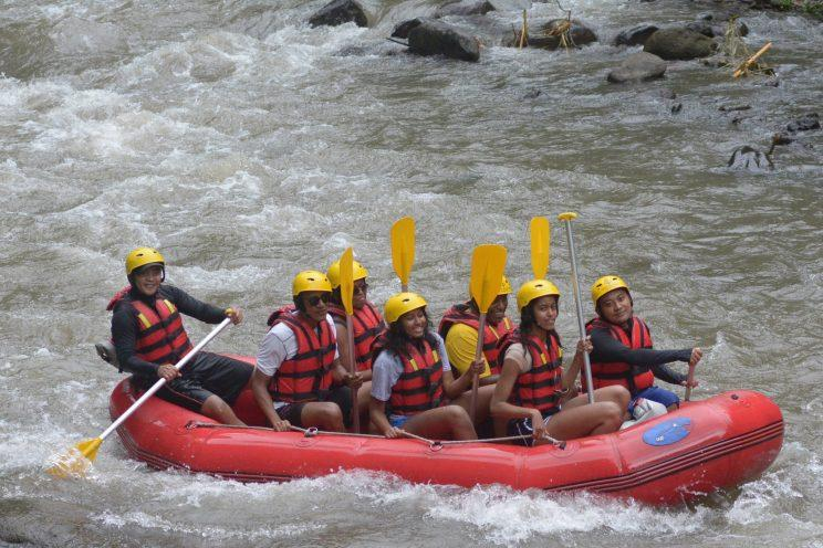 The Obamas paddling down the Ayung River.