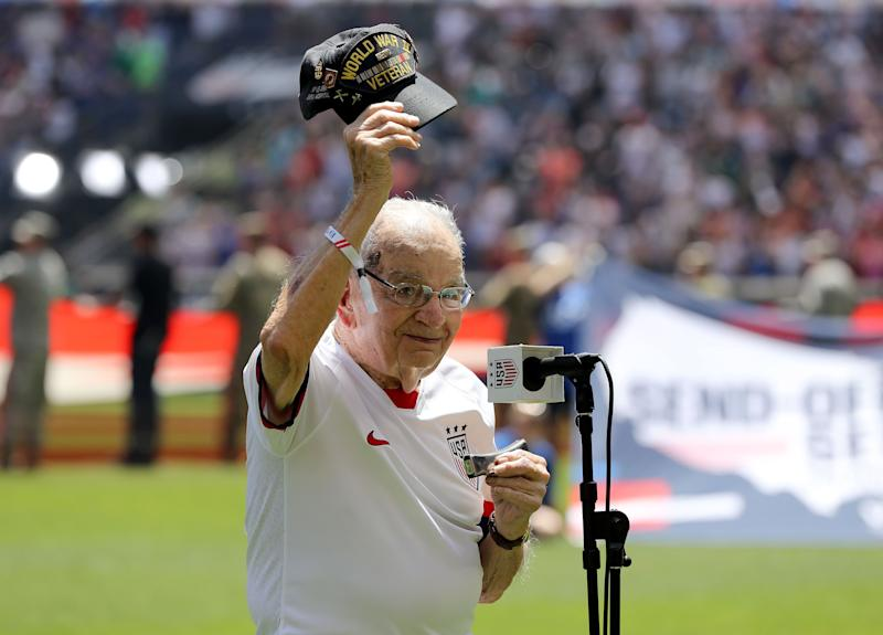 WWII vet's harmonica performance of national anthem goes viral