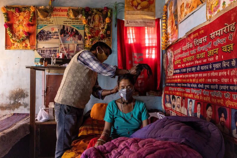 FILE PHOTO: The Wider Image: Death in the Himalayas: Poverty, fear, stretched resources propel India's COVID crisis