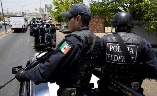 Seven police officers and four gunmen have been killed in a shootout in Mexico's northwestern state of Sinaloa