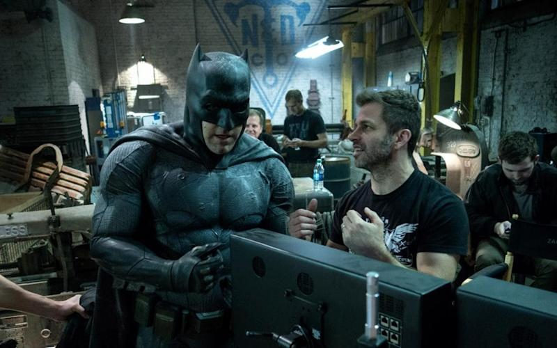 Zack Snyder on the set of Batman v Supeman - Warner Bros