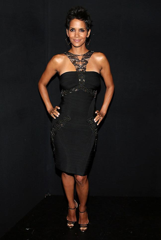 Halle Berry looking hot in Herve Leger (and Jimmy Choo heels). 'nuff said! Right? (10/11/2012)