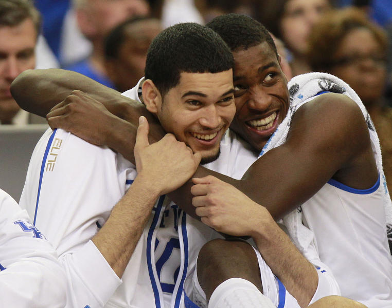 Kentucky's Eloy Vargas, left, and Michael Kidd-Gilchrist reacts in the closing seconds of the NCAA tournament South Regional final college basketball game against Baylor on Sunday, March 25, 2012, in Atlanta. Kentucky won 82-70. (AP Photo/John Bazemore)