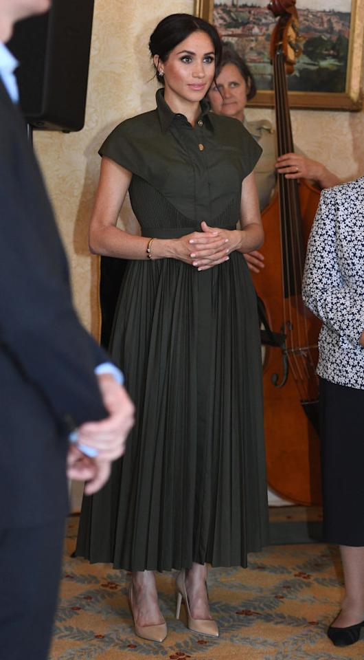 <p>For an afternoon reception at Admiralty House on October 16, Meghan changed into a £1728 shirt dress by Brandon Maxwell. She finished the ensemble with a low bun and kept on the jewellery she wore earlier in the day. <em>[Photo: Getty]</em> </p>