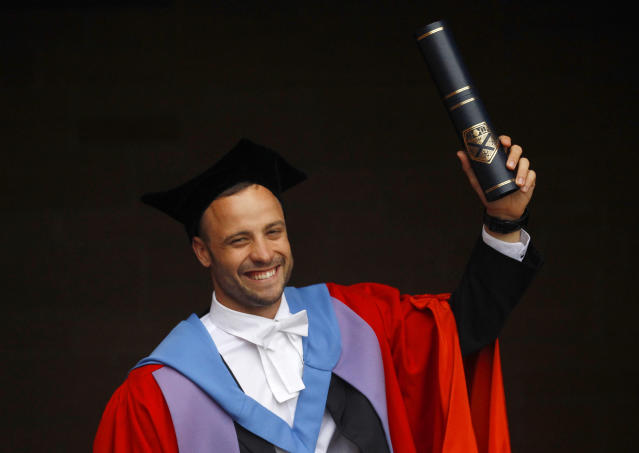 South African paralympian Oscar Pistorius poses for photographers after receiving an Honorary Doctorate at the University of Strathclyde in Glasgow, Scotland November 12, 2012. Pistorius was awarded the Doctorate for outstanding sporting success after competing in both the London 2012 Olympic and Paralympic Games. REUTERS/David Moir (BRITAIN - Tags: EDUCATION SPORT SOCIETY) - RTR3ABF5