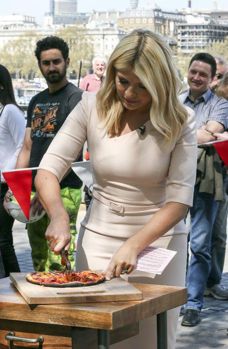 holly-willoughby-pizza