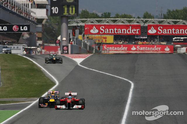 "Fernando Alonso, Scuderia Ferrari y Mark Webber, Red Bull Racing <span class=""copyright"">XPB Images</span>"