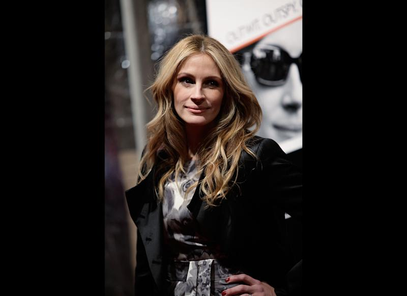 Actress Julia Roberts attends the premiere of 'Duplicity' at the Ziegfeld Theater on March 16, 2009 in New York City. (Photo by Joe Kohen/Getty Images)
