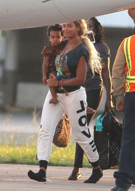 Beyonce Steps Out With Long, Waist-Length Hair!