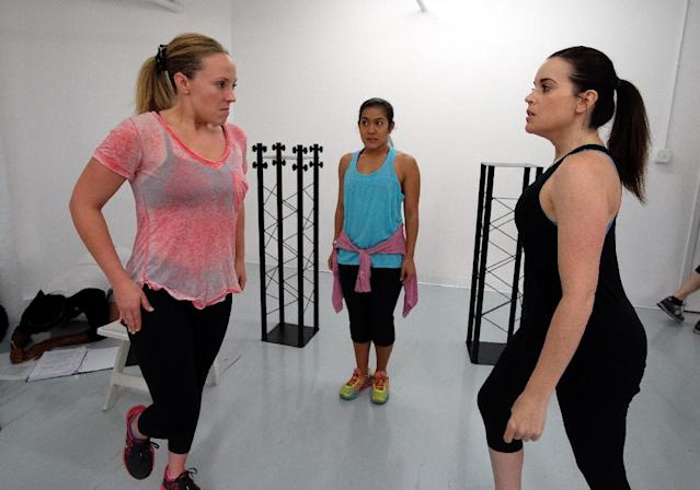 """Actresses Tracy McDowell (L), who plays the role of Tonya, and Jenna Leigh Green (R), who plays the role of Nancy, take part in a rehearsal of the """"Tonya & Nancy: The Rock Opera"""" show in New York on July 2, 2015 (AFP Photo/Jewel Samad)"""