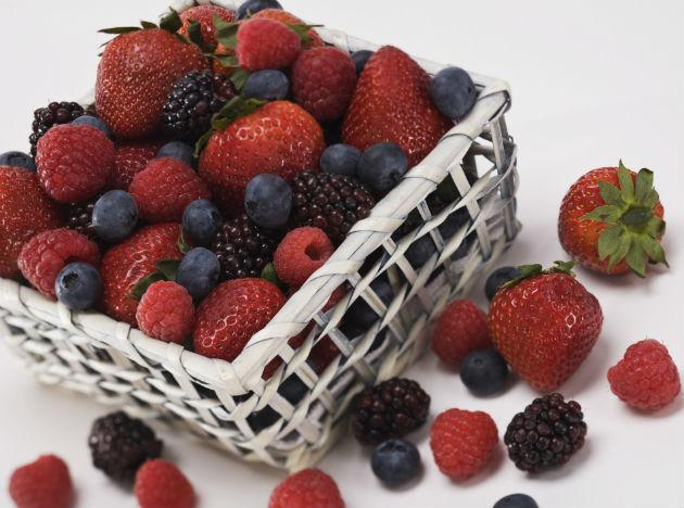 <b>Berries</b>: Whoever said that all good things come in small packages could have been talking about berries. Berries, be it any kind, are loaded with antioxidants, extremely low in calories, high in water content and fibre which makes them great for diabetes.
