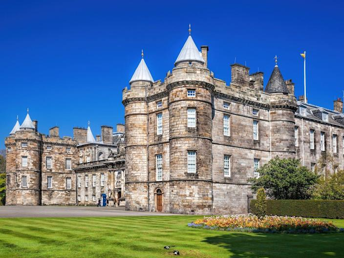 """The Palace of Holyroodhouse <p class=""""copyright"""">Samot / Shutterstock</p>"""