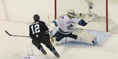Patrick Marleau beat Roberto Luongo and has five goals in four games
