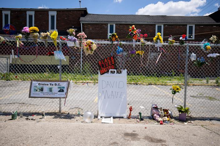 A makeshift memorial for David McAtee, a cook who often fed customers who couldn't pay for free, outside the location where he was shot and killed by police on June 6. (Photo: Brett Carlsen via Getty Images)