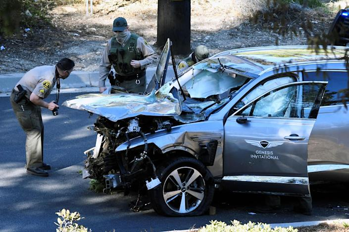 Image: The vehicle of golfer Tiger Woods is recovered in Los Angeles (Gene Blevins / Reuters)