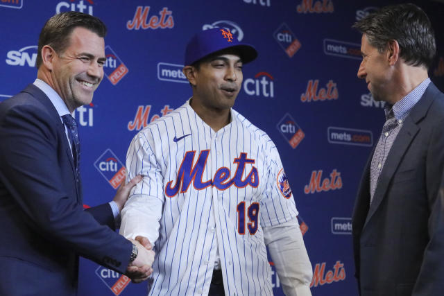 New York Mets vice president & general manager Brodie Van Wagenen, left, and Mets owner Jeff Wilpon, right, introduce new Mets manager Luis Rojas during a news conference, Friday, Jan. 24, 2020, in New York. (AP Photo/Bebeto Matthews)