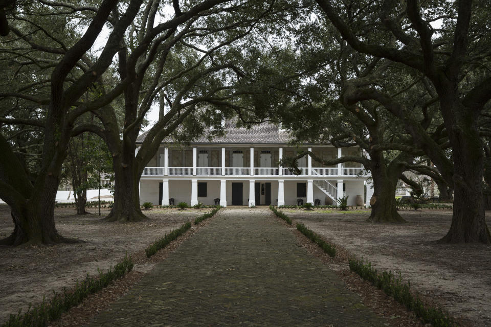 The main house is pictured at the Whitney Plantation in Wallace, Louisiana January 13, 2015. Unlike other plantation museums along the Great River Road between New Orleans and Baton Rouge, the newly opened and under-construction Whitney Plantation focuses squarely on the plight of slaves. Photo taken January 13, 2015. REUTERS/Edmund Fountain  (UNITED STATES - Tags: SOCIETY TRAVEL)
