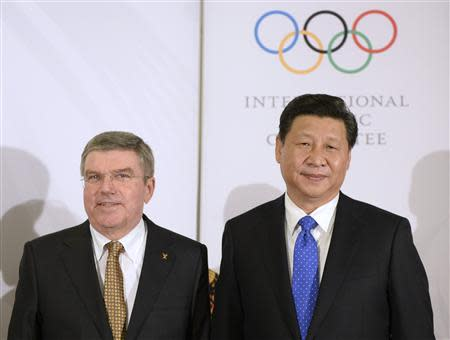 International Olympic Committee (IOC) President Thomas Bach (L) poses with Chinese President Xi Jinping before the IOC President's Gala Dinner in Sochi February 6, 2014. REUTERS/Andrej Isakovic/Pool
