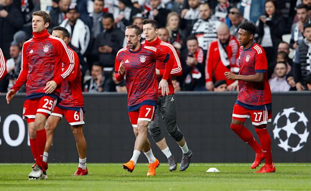 Soccer Football - Champions League Round of 16 Second Leg - Besiktas vs Bayern Munich - Vodafone Arena, Istanbul, Turkey - March 14, 2018 (L - R) Bayern Munich's Thomas Mueller, Franck Ribery, Robert Lewandowski and David Alaba during the warm up before the match REUTERS/Murad Sezer
