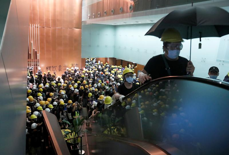 Protesters break into the Legislative Council building during the anniversary of Hong Kong's handover to China in Hong Kong, China July 1, 2019. (Photo: Tyrone Siu/Reuters)