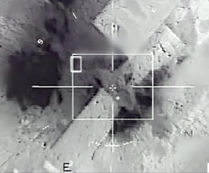 French army Rafale and Mirage 2000 aircraft bomb Islamic State sites in Raqa, Syria, on November 23, 2015 (AFP Photo/)