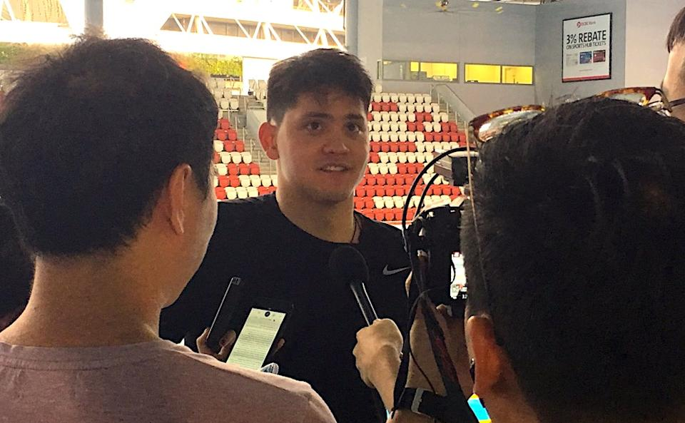 Joseph Schooling meeting the media huddle at the Fina Swimming World Cup series in Singapore. (PHOTO: Chia Han Keong/Yahoo News Singapore)
