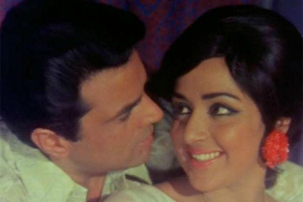 "2. Dharmendra & Hema Malini<br><br>Dharmendra got to marry the <a href=""https://ec.yimg.com/ec?url=http%3a%2f%2fwww.mensxp.com%2fentertainment%2fbollywood%2f5506-the-original-divas-of-bollywood-part-1-hema-malini.html%26quot%3b%26gt%3b%e2%80%98dream&t=1490718332&sig=uBuhXm1zE9he0p8QW00R1A--~C girl' of Bollywood</a>  in 1980 and it was rumoured that he converted to Islam in order to do  so as his first wife refused to divorce him. Things people do in love!  They fell for each other while acting together in 'Sholay'. Recently  they were paired together in the dud 'Tell Me Oh Khuda'.<br>"