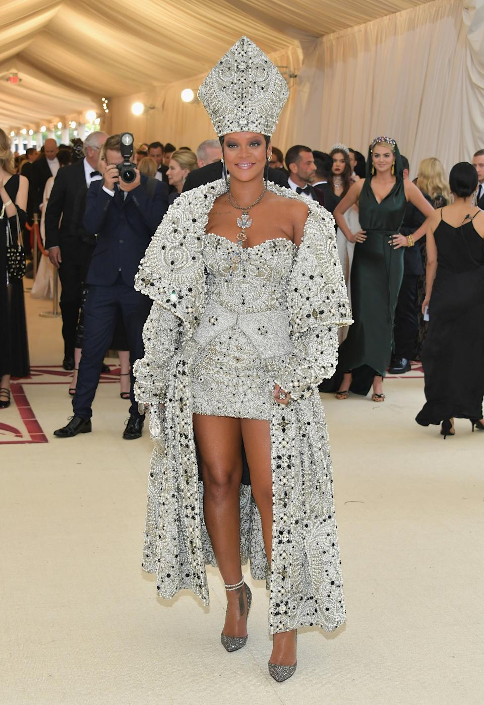 """<h1 class=""""title"""">Rihanna in custom Maison Margiela by John Galliano with a custom Judith Leiber Couture clutch, Christian Louboutin shoes, Maria Tash jewelry, Cartier jewelry, and Gilan jewelry</h1><cite class=""""credit"""">Photo: Getty Images</cite>"""