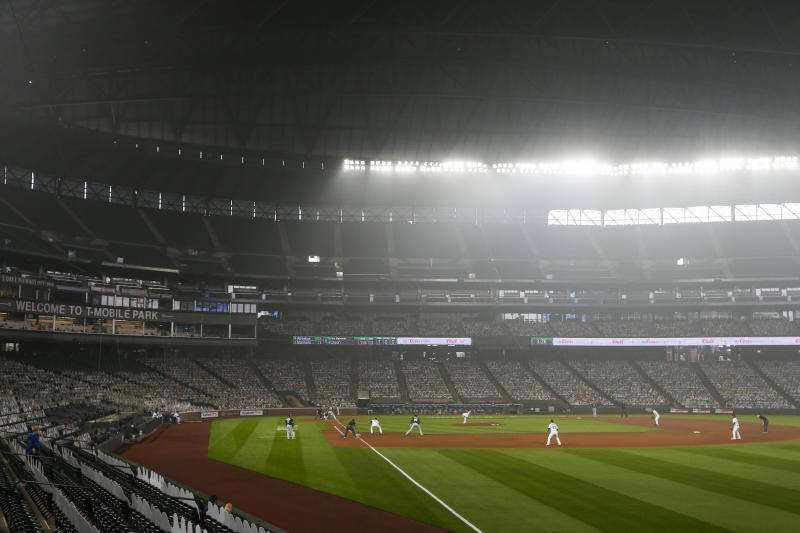 Giants, Mariners make 'joint decision' to move series over health concerns
