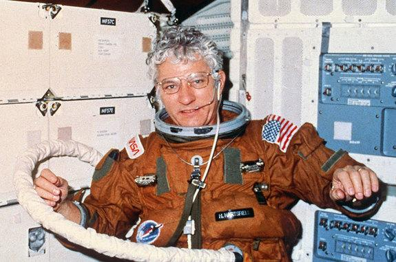 Astronaut Hank Hartsfield, Led 1st Flight of Space Shuttle Discovery, Dies at 80
