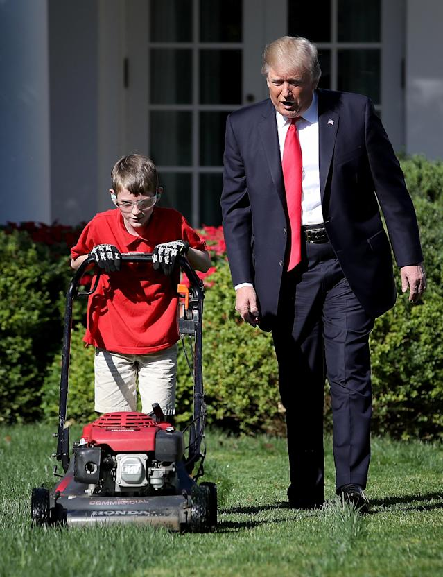 """<p>President Donald Trump (R) walks with 11-year-old Frank """"FX"""" Giaccio (L) while he mows the grass in the Rose Garden of the White House September 15, 2017 in Washington, DC. Giaccio, from Falls Church, Virginia, who runs a business called FX Mowing, wrote a letter to Trump expressing admiration for Trump's business background and offered to mow the White House grass. (Photo: Win McNamee/Getty Images) </p>"""