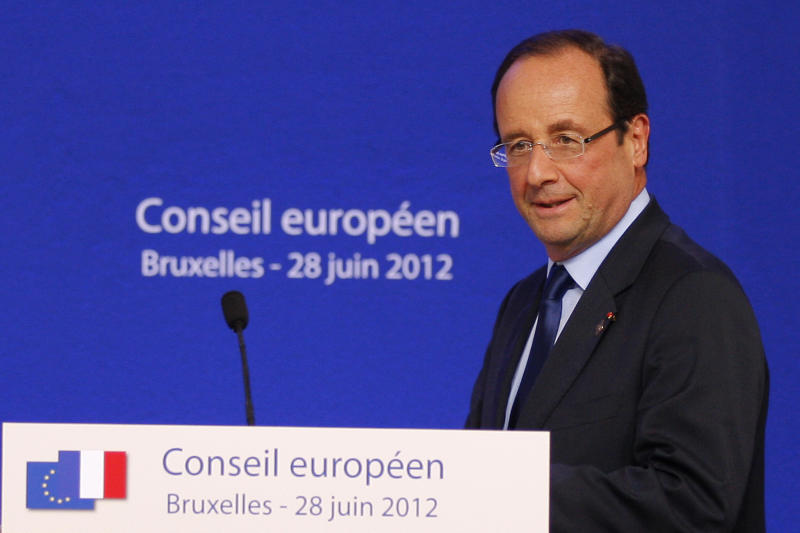 French President Francois Hollande arrives for a press conference at an EU Summit in Brussels, Friday, June 29, 2012. (AP Photo/Michel Euler)