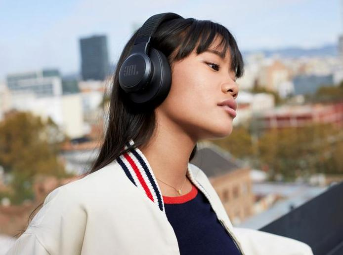 Get these JBL LIVE 500BT Wireless Over-Ear Headphones for just $80. (Photo: JBL)