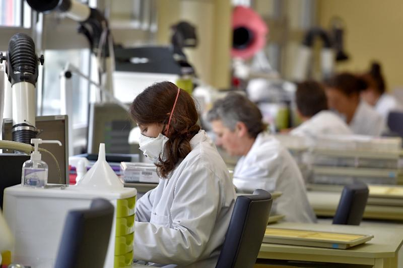 A new study has highlighted the gender gap when funders assess the scientists involved, not the science (AFP Photo/LOIC VENANCE)