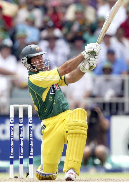 JOHANNESBURG, SOUTH AFRICA - MARCH 12:  Ricky Ponting of Australia hits a six during the fifth One Day International between South Africa and Australia played at Wanderers Stadium on March 12, 2006 in Johannesburg, South Africa.  (Photo by Hamish Blair/Getty Images)