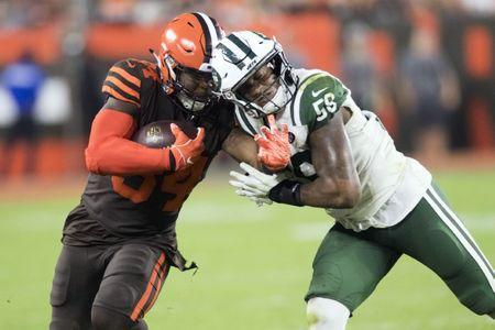 Sep 20, 2018; Cleveland, OH, USA; Cleveland Browns running back Carlos Hyde (34) collides with New York Jets linebacker Darron Lee (58) during the first half at FirstEnergy Stadium. Mandatory Credit: Ken Blaze-USA TODAY Sports
