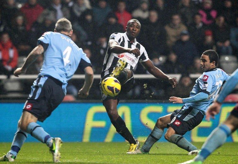 Newcastle's striker Shola Ameobi (2nd L) scores in Newcastle, England on December 22, 2012