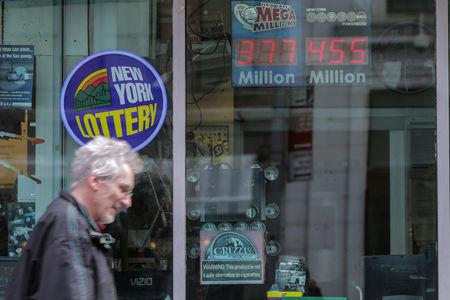 The Powerball prize displays at a gas station in New York City, U.S., March 17, 2017. REUTERS/Jeenah Moon