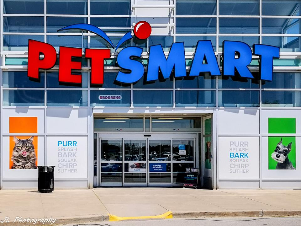 """<a href=""""https://fave.co/3fweaEf"""" target=""""_blank"""" rel=""""noopener noreferrer"""">Petsmart</a> offers an autoship feature that allows you to get automatic deliveries of your pet's favorite products, like this <a href=""""https://fave.co/2N9970e"""" target=""""_blank"""" rel=""""noopener noreferrer"""">top-rated cat food</a>. You can choose to have things like cat food, dog food and litter delivered weekly or monthly. You'll have a 5% discount on orders.<br /><br />Check out <a href=""""https://fave.co/3fweaEf"""" target=""""_blank"""" rel=""""noopener noreferrer"""">Petsmart'sautomatic delivery program</a>"""