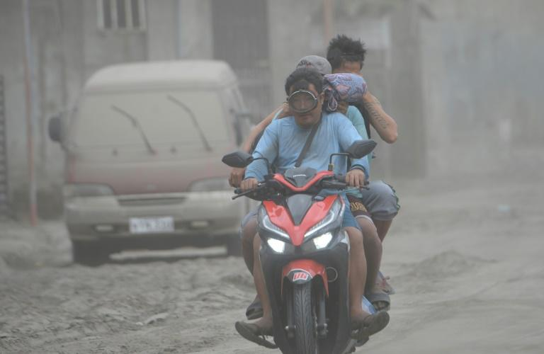 Agoncillo town in the Philippines' Batangas province has been blanketed with ash from the Taal volcano (AFP Photo/Ted ALJIBE)