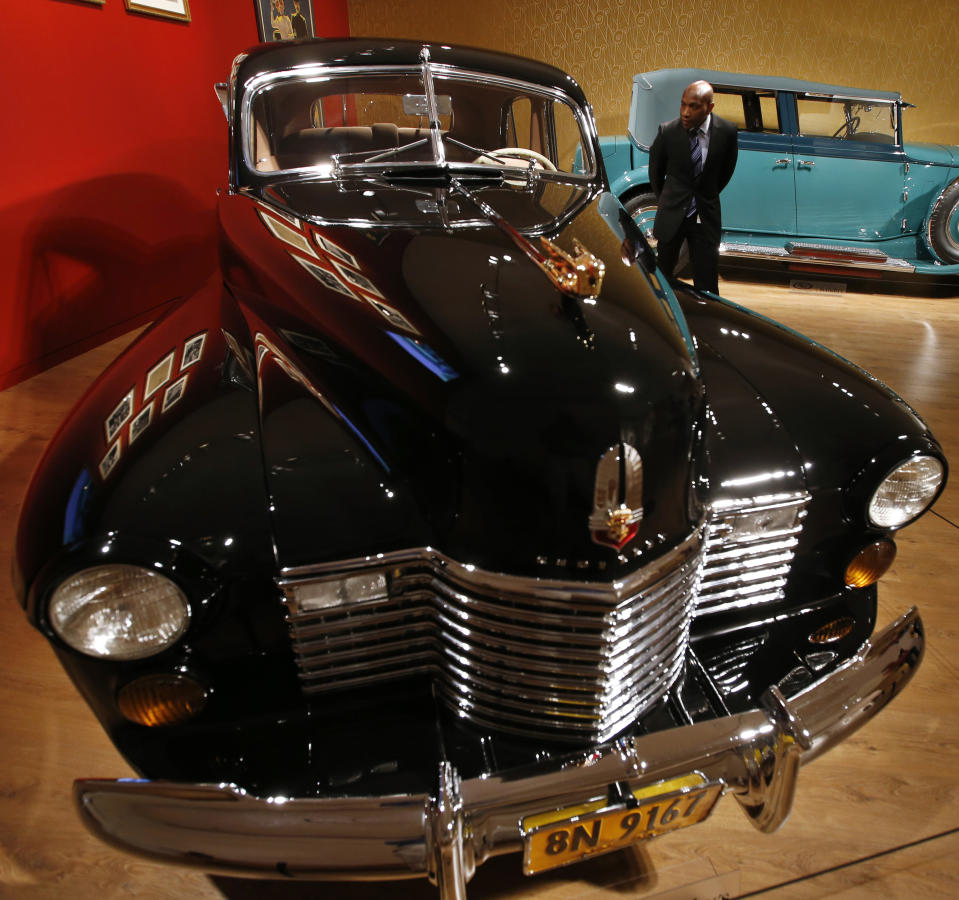 """Visitors look over a 1941 Cadillac custom Limousine """"The Duchess"""" which was built for the Duke and Duchess of Windsor (estimated $500,000-$800,000) on display during a media preview of the 'Art of Automobile' auction at Sotheby's auction house in New York, November 18, 2013. The auction, featuring 35 of the most rare vehicles in the world, will take place November 21 in New York. REUTERS/Mike Segar (UNITED STATES - Tags: SOCIETY TRANSPORT BUSINESS ROYALS)"""