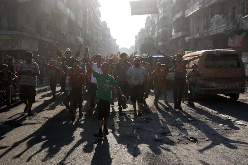 Syrian gather in a street in the northern city of Aleppo on August 6, 2016 (AFP Photo/Thaer Mohammed)