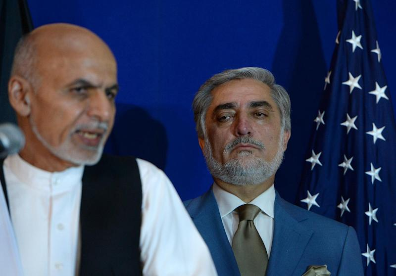 Afghan presidential candidate Ashraf Ghani (L) speaks as opponent Abdullah Abdullah looks on during a joint press conference in Kabul on August 8, 2014 (AFP Photo/Wakil Kohsar)