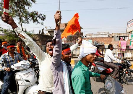 Hindu Yuva Vahini vigilante members take part in a rally in the city of Unnao, India, April 5, 2017. REUTERS/Cathal McNaughton