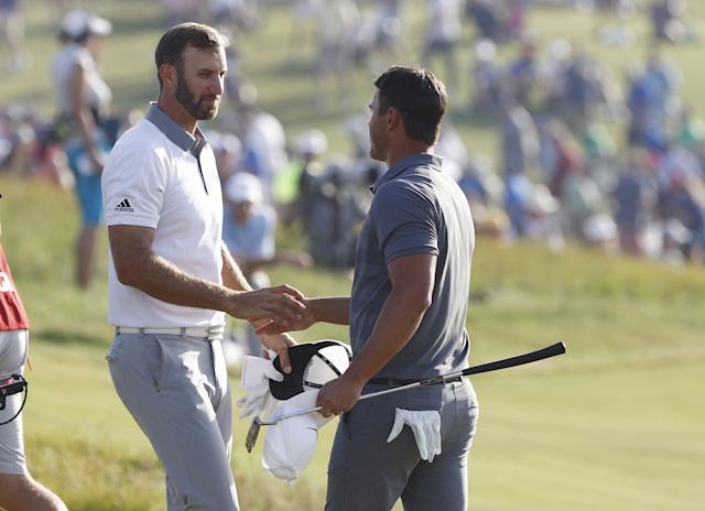 "<a class=""link rapid-noclick-resp"" href=""/pga/players/12875/"" data-ylk=""slk:Brooks Koepka"">Brooks Koepka</a>, right, shakes hands with Dustin Johnson after winning the U.S. Open. (EFE)"