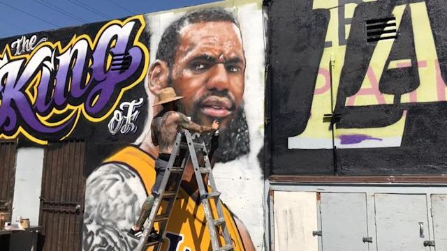 "Muralist Jonas Never painting a tribute to <a class=""link rapid-noclick-resp"" href=""/nba/players/3704/"" data-ylk=""slk:LeBron James"">LeBron James</a>, which he covered up less than a week later due to vandalism. (Jonas Never)"
