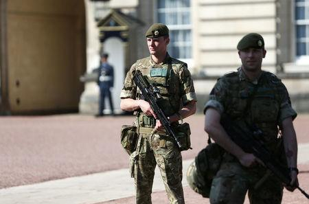 Armed soldiers stand outside Buckingham Palace in London, Britain May 25, 2017. REUTERS/Neil Hall