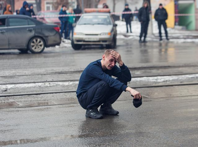 <p>A man reacts at the scene of a fire in a shopping mall in the Siberian city of Kemerovo, March 25, 2018. (Photo: Marina Lisova/Reuters) </p>