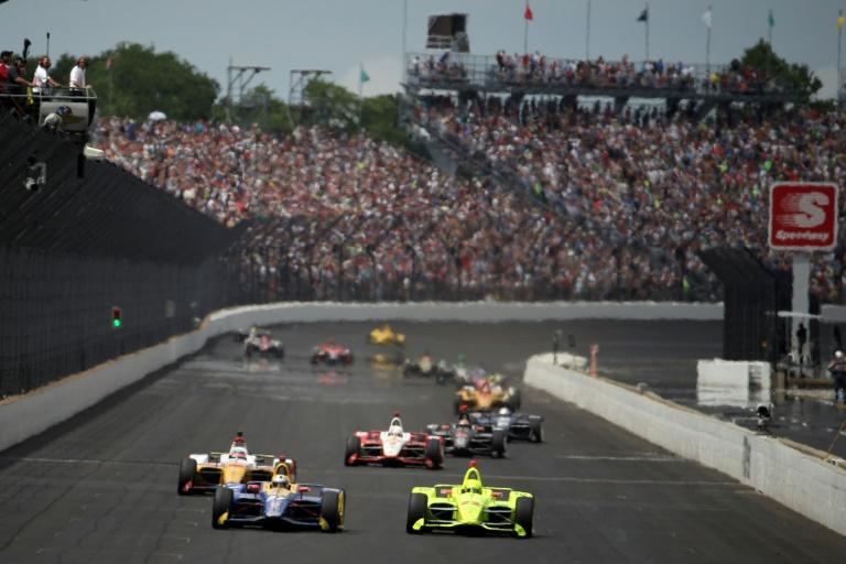 France's Simon Pagenaud in the #22 Penske-Chevrolet and American Alexander Rossi in the #27 Andretti-Honda duel in the 103rd Indianapolis 500